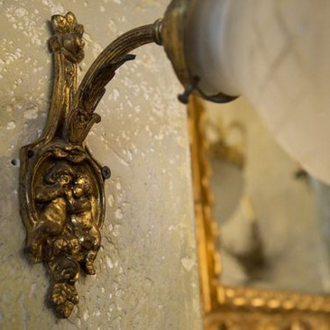 Антикваные,бронзовые бра с плафоном