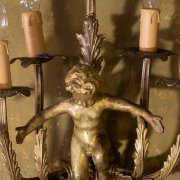 Старинное бронзовое бра с фигуркой