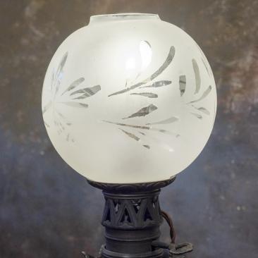Антикварная лампа в стиле арт-нуво