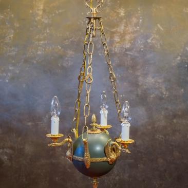 Старинная люстра в виде шара