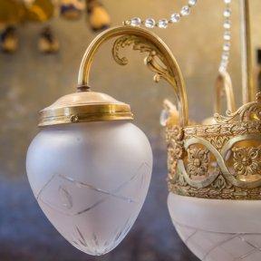 Антикварный светильник с матовым стеклом