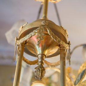 Антикварная люстра с абажуром