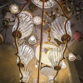 Винтажная люстра с прозрачными плафонами