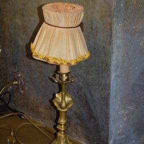 Бронзовая настольная лампа