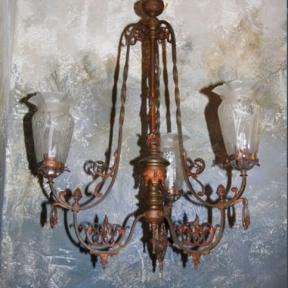 Старинная люстра с декором