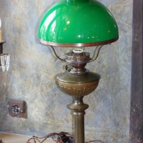 Настольная лампа с зеленым стеклом
