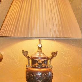 Настольная лампа с плиссированным абажуром