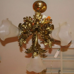 Потолочный светильник на три лампы