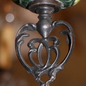 Антикварный керосиновый подвес с ирисами и лилиями