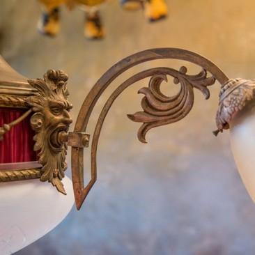 Антикварная люстра с бордовой вставкой из ткани