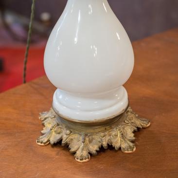 Лампа с молочным стеклом