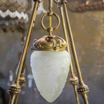 Бронзовая антикварная люстра с плафонами