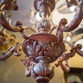 Старинная деревянная люстра