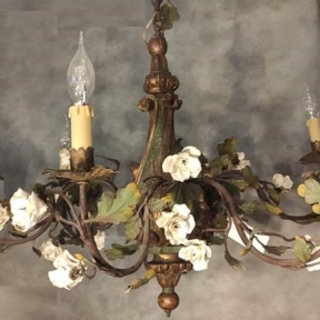 Антикварная люстра в стиле эпохи барокко