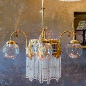 Антикварная люстра с подвесками в стиле модерн