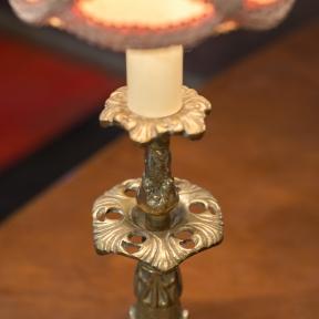 Декоративная лампа с абажуром