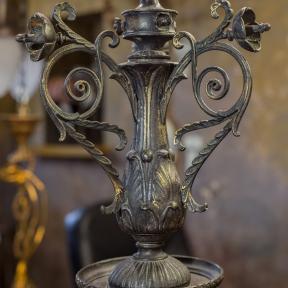 Антикварная люстра с маскаронами