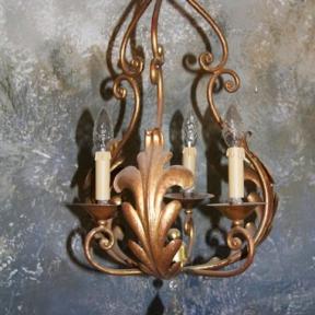 Небольшая люстра на три лампы