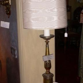 Настольная лампа с тканевым абажуром
