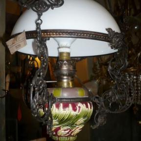 Антикварная люстра с цветным основанием