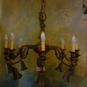 Антикварная люстра с колокольчиками